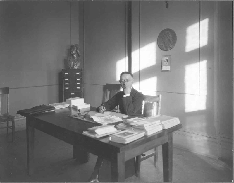 Photographie de Lionel Groulx à son bureau de L'Action française, 1925. CRLG, Fonds Lionel-Groulx (P1/T1, 2.15).